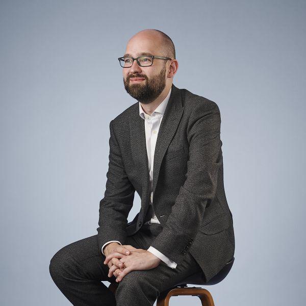 Stephen Farrell, Senior Associate
